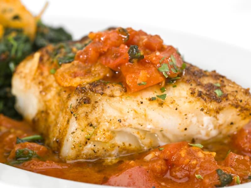 Weihnachtsfisch: Brasse mit Kirschtomaten