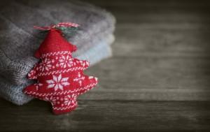 Gestrickter Schmuck für den Weihnachtsbaum