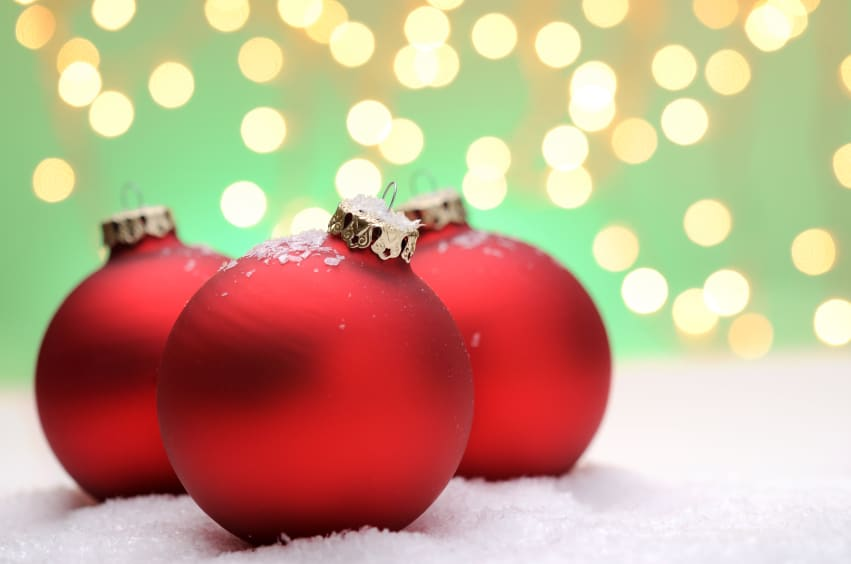 Anleitung: Weihnachtsbaumkugeln verschönern