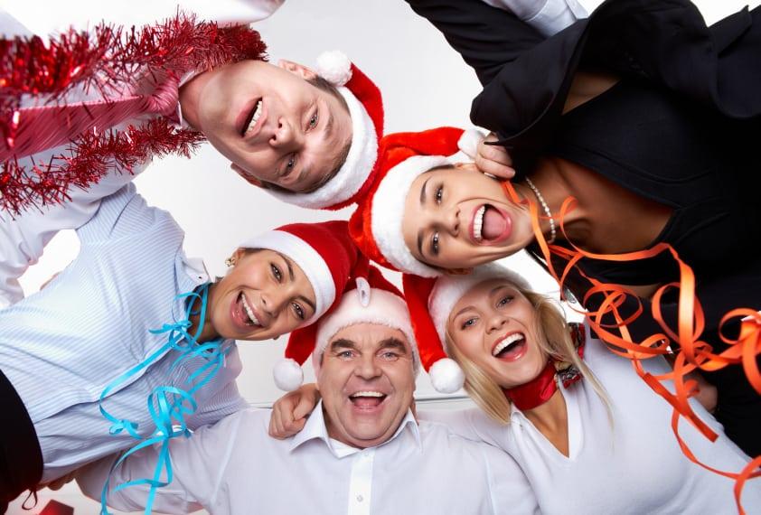 Party mit den Kollegen auf der Weihnachtsfeier