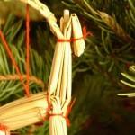 Julbock an Tannenbaum