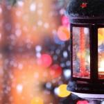 Weihnachtslaterne mit Schnee