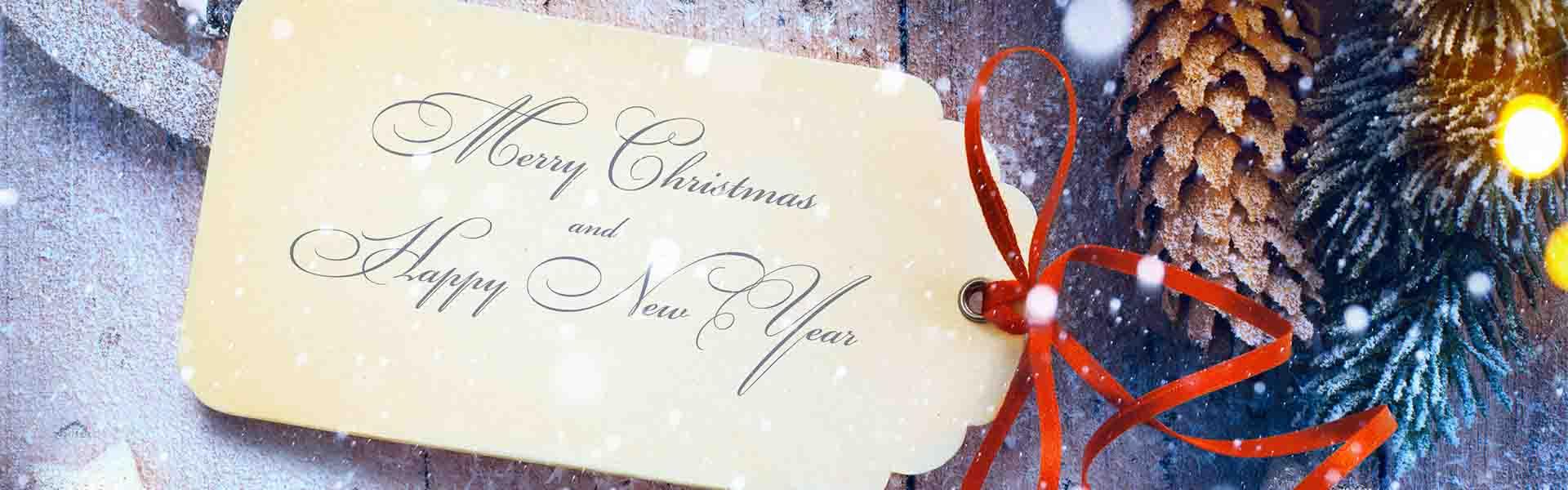"""""""Merry Christmas"""" auf einem Geschenklabel"""